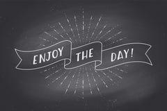 Faborek z tekstem Cieszy się dzień na chalkboard Obrazy Royalty Free