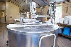 Fabricação Artisanal do queijo Imagens de Stock