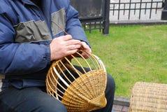 Fabricação das cestas Fotografia de Stock Royalty Free