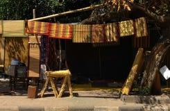 Fabricação de bambu de Chick Blinds da borda da estrada e venda, Chandigarh, india Imagens de Stock