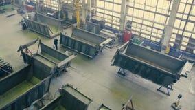 Fabricação de caminhões video estoque