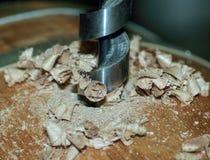 Fabricação de tambores de madeira na fábrica Fotos de Stock Royalty Free