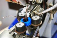 Fabricação de transformador toroidal Fotografia de Stock Royalty Free