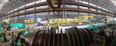 Fabricação de turbinas da água O producti enorme da turbina da máquina Imagem de Stock Royalty Free