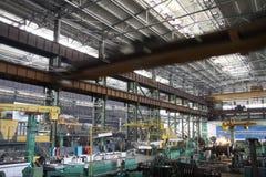 Fabricação de turbinas da água A produção enorme da turbina da máquina Grandes partes da planta Foto de Stock