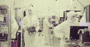 Fabricação do quarto desinfetado de bolachas de silicone para a indústria dos semicondutores vídeos de arquivo