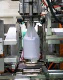 Fabricação plástica alta-tecnologia da garrafa industrial fotografia de stock royalty free