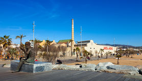 Fabrica i statua symbol Anis Del Mono w Badalona Zdjęcie Royalty Free