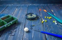 Fabricación de cebo de la carpa con una ebullición Líder de la carpa Wagler, boilies, gancho de la carpa Pesca deportiva Pesca de fotos de archivo