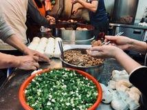 Fabricación de la carne asada a la parrilla taiwanesa Pei con pimienta negra fotografía de archivo