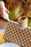 Fabricación de la casa de pan de jengibre Fotos de archivo