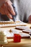 Fabricación de la casa de pan de jengibre Imagen de archivo libre de regalías