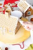 Fabricación de la casa de pan de jengibre Foto de archivo