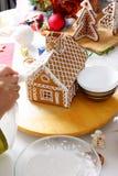Fabricación de la casa de pan de jengibre Imagen de archivo