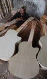 Fabricación de la guitarra Fotos de archivo libres de regalías