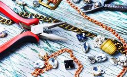 Fabricación de la joyería hecha a mano Fotografía de archivo libre de regalías