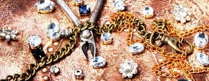 Fabricación de la joyería hecha a mano Imagen de archivo libre de regalías