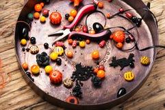 Fabricación de la joyería para Halloween Imagenes de archivo