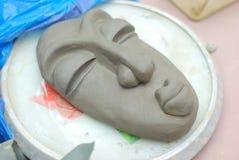 Fabricación de la máscara humana tribal Fotografía de archivo