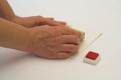 Fabricación de la tarjeta. Foto de archivo
