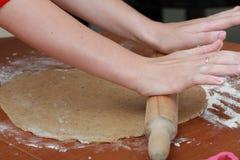 Fabricación de las galletas Fotografía de archivo libre de regalías