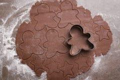 Fabricación de las galletas de la Navidad Fotos de archivo libres de regalías