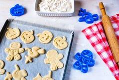 Fabricación de las galletas para Halloween y la acción de gracias Imágenes de archivo libres de regalías