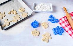 Fabricación de las galletas para Halloween y la acción de gracias Imagen de archivo