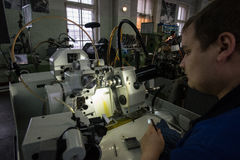 Fabricación de las piezas para los relojes Fotografía de archivo
