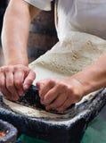 Fabricación de las tortillas. fotografía de archivo libre de regalías