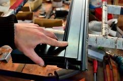 Fabricación de las ventanas de aluminio Fotografía de archivo