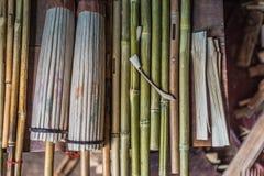 Fabricación de los paraguas de bambú Imágenes de archivo libres de regalías