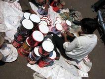 Fabricación de los tambores Imagenes de archivo