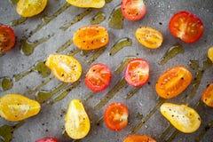 Fabricación de los tomates secados mitad Fotografía de archivo