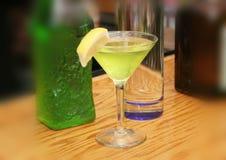 Fabricación de Martini Imagen de archivo libre de regalías