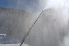 Fabricación de nieve artificial Imagenes de archivo