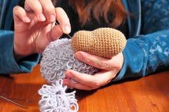 Fabricación de ovejas hechas punto Imagen de archivo