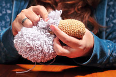 Fabricación de ovejas hechas punto Fotografía de archivo libre de regalías