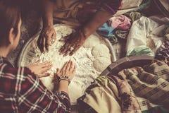 Fabricación de pan Fotos de archivo