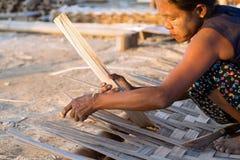 Fabricación de paredes de bambú Fotografía de archivo