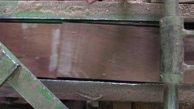 Fabricación de suelo, proceso del entarimado almacen de metraje de vídeo