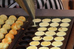 Fabricación de takoyaki Foto de archivo