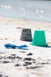 Fabricación de un castillo de arena Foto de archivo