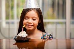 Fabricación de un deseo del cumpleaños Imagen de archivo libre de regalías