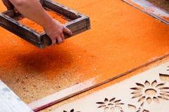 Fabricación de una alfombra de la semana santa, Antigua, Guatemala Fotografía de archivo libre de regalías