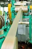 Fabricación de una cáscara natural para la salchicha Cáscara del colágeno para las salchichas Industria de las cubiertas del colá Fotos de archivo