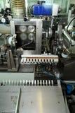 Fabricación de una cáscara natural para la salchicha Cáscara del colágeno para las salchichas Industria de las cubiertas del colá Fotos de archivo libres de regalías