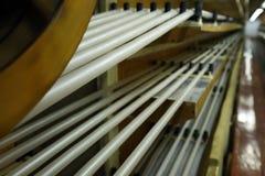 Fabricación de una cáscara natural para la salchicha Cáscara del colágeno para las salchichas Industria de las cubiertas del colá imagen de archivo libre de regalías