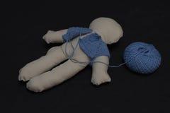 Fabricación de una muñeca del paño Fotografía de archivo libre de regalías