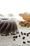 Fabricación de una torta de la Navidad Imagenes de archivo